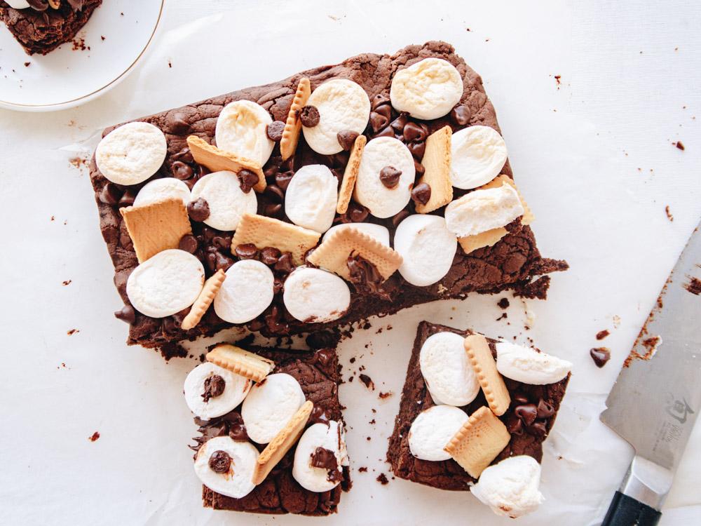 s'more vegan weed brownie featured